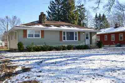 Shawano County Single Family Home Active-No Offer: 920 S Andrews