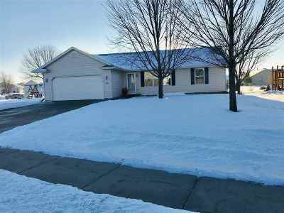 Kaukauna WI Single Family Home Active-Offer No Bump: $205,000