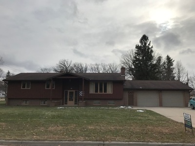 Pulaski WI Single Family Home Active-No Offer: $169,900