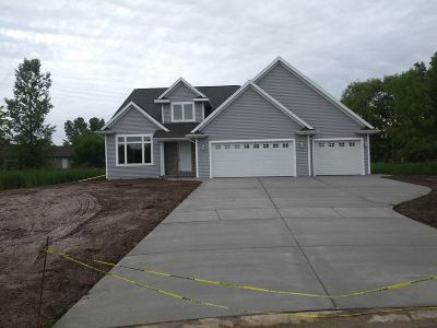 Suamico Single Family Home Active-No Offer: 2818 Fenmore