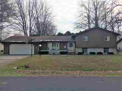 Menasha Single Family Home Active-Offer No Bump: 1743 Acorn