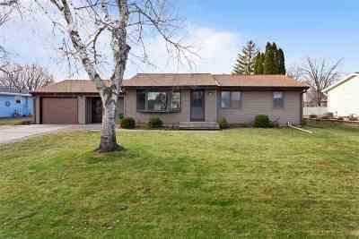 Menasha Single Family Home Active-Offer No Bump: 1416 Lilly