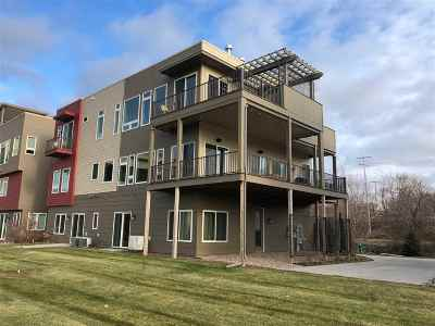 Appleton Condo/Townhouse Active-No Offer: 1147 Banta