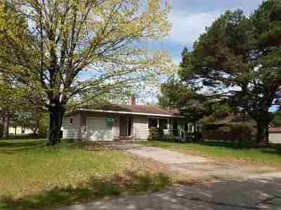 Gresham Single Family Home Active-No Offer: 821 Bartelt