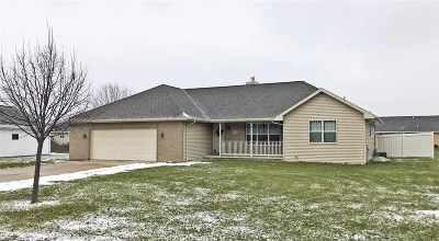Green Bay Single Family Home Active-No Offer: 2117 Garden Grove