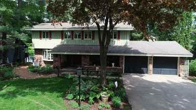 Waupaca Single Family Home Active-No Offer: 126 Shadow Lake