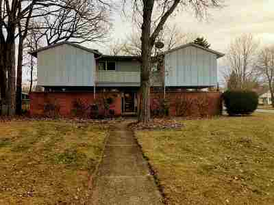 Neenah Single Family Home Active-Offer W/Bump-Show: 445 Edgewood