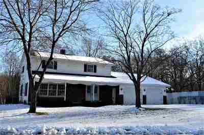 Kaukauna WI Single Family Home Active-Offer No Bump: $229,000