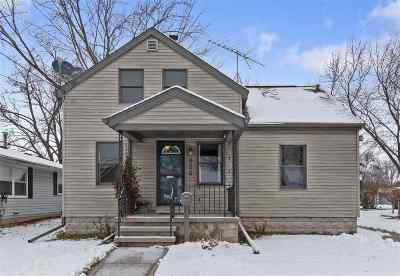 Menasha Single Family Home Active-No Offer: 876 7th