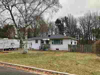 Marinette Single Family Home Active-No Offer: 1017 Edgewood