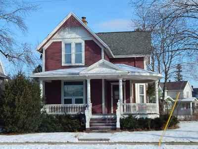 Oshkosh Single Family Home Active-Offer No Bump: 1402 Elmwood