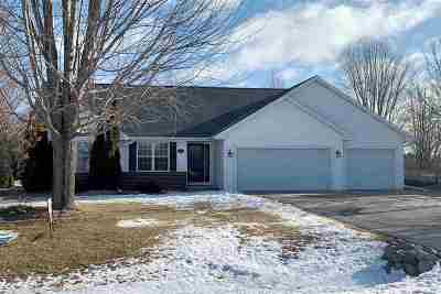 Howard, Suamico Single Family Home Active-No Offer: 2952 Cinnamon Ridge
