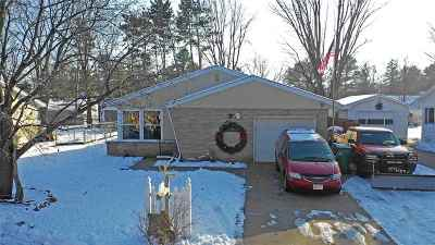 Waupaca Single Family Home Active-No Offer: 538 Demarest