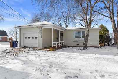 Menasha Single Family Home Active-No Offer: 644 Lakecrest