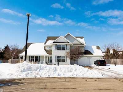 De Pere Single Family Home Active-No Offer: 711 Red Cedar