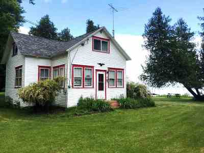 Menominee Single Family Home Active-No Offer: N3090 Hwy M-35