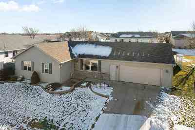 Kaukauna WI Single Family Home Active-No Offer: $204,900