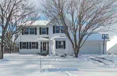 De Pere Single Family Home Active-No Offer: 813 Spooner
