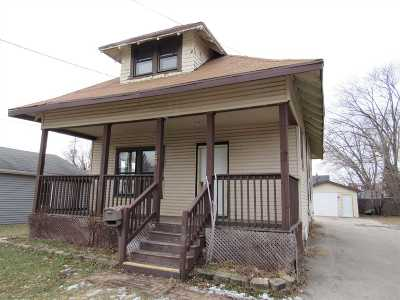 Neenah Single Family Home Active-No Offer: 120 Plummer