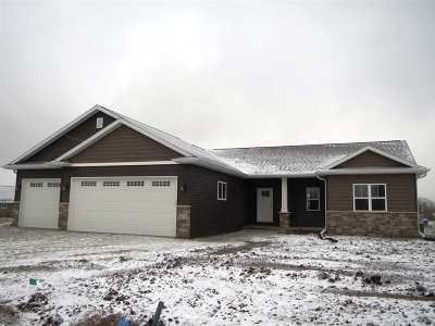 Neenah Single Family Home Active-Offer No Bump: 1215 Lori
