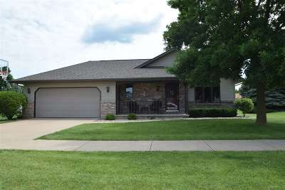 Kaukauna Single Family Home Active-Offer No Bump: 1808 Fieldcrest