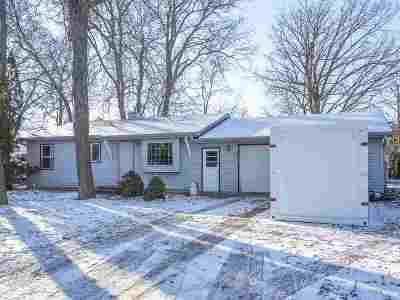 Neenah Single Family Home Active-Offer No Bump: 1529 Deerwood