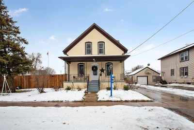 Menasha Single Family Home Active-No Offer: 871 2nd