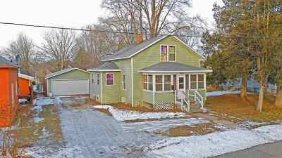 Waupaca Single Family Home Active-No Offer: 109 Maple