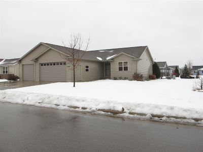 Menasha Single Family Home Active-No Offer: 1029 Province