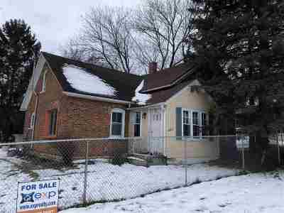 Green Bay Single Family Home Active-No Offer: 2064 Manitowoc