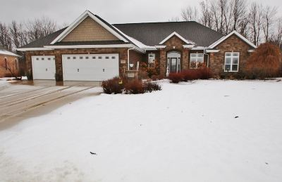 Green Bay Single Family Home Active-No Offer: 2869 Creekwood