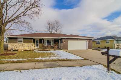 Kaukauna Single Family Home Active-Offer No Bump: 2900 Hendricks