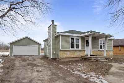 Neenah Single Family Home Active-No Offer: 599 Hunters Point