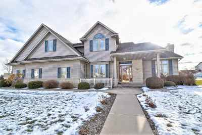 De Pere Single Family Home Active-No Offer: 1520 Turtle Dove