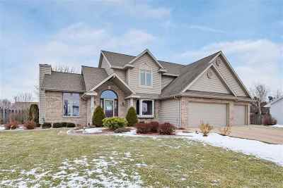 De Pere Single Family Home Active-No Offer: 1107 Red Wing