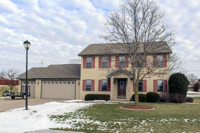 Appleton Single Family Home Active-No Offer: 1320 W Woodstone
