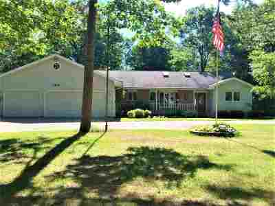 Oconto County Single Family Home Active-No Offer: 162 Northwoods