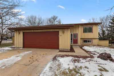Appleton WI Single Family Home Active-No Offer: $179,900