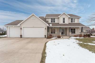 Menasha Single Family Home Active-No Offer: N8634 Winding Trail