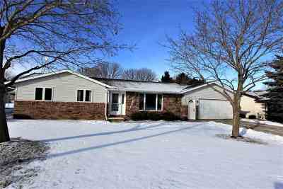 Luxemburg Single Family Home Active-Offer No Bump: 1313 Sun Terrace