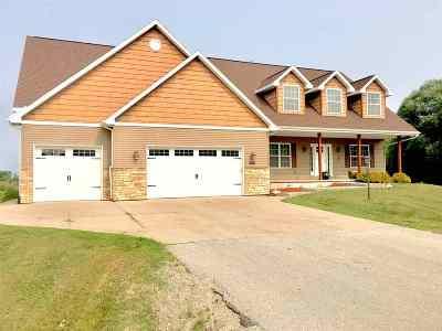 De Pere Single Family Home Active-No Offer: 3292 Bower Creek
