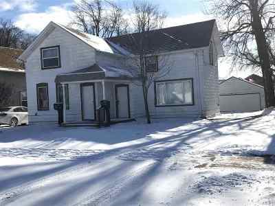 Menasha Multi Family Home Active-Offer No Bump: 631 Broad