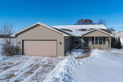 Oshkosh Single Family Home Active-No Offer: 3237 Bellfield