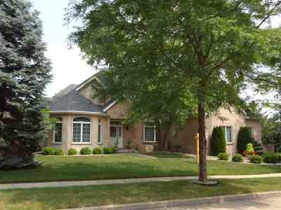 Appleton Single Family Home Active-No Offer: 400 E Haddonstone