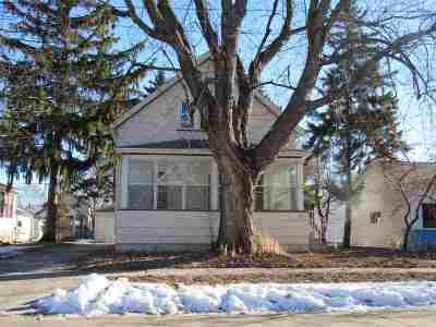 Oshkosh Single Family Home Active-No Offer: 712 Grove