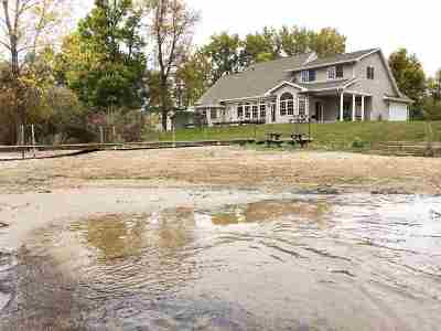 Oconto County Single Family Home Active-No Offer: 6446 Bay Shore