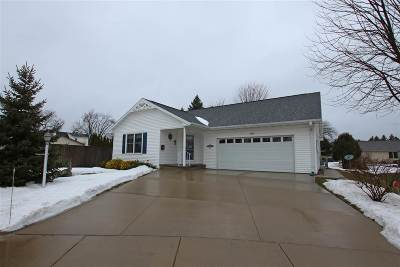 Oshkosh Single Family Home Active-No Offer: 1062 Bismarck