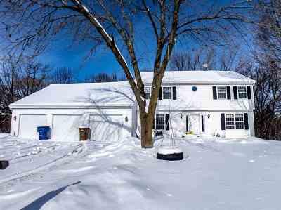 Menasha Single Family Home Active-No Offer: 1546 Hickory Hollow