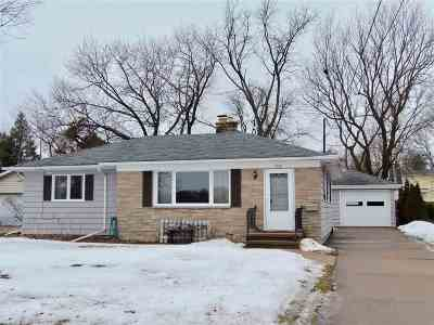 Oshkosh Single Family Home Active-No Offer: 1523 Hazel
