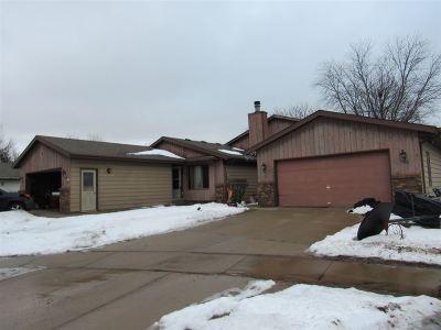 Appleton Multi Family Home Active-Offer No Bump: 9 Hollyhock